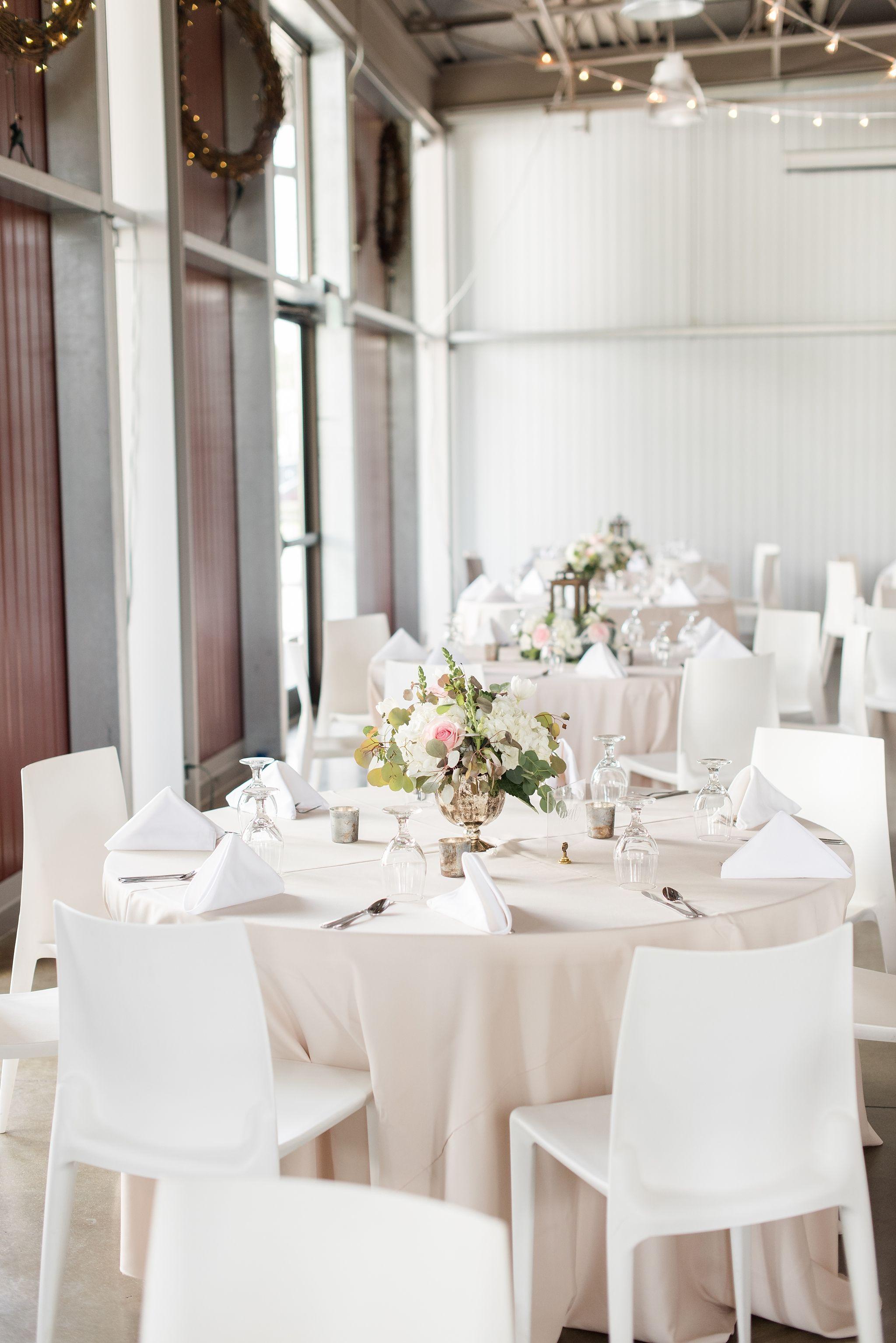 Jasper Winery Wedding White Willow Events Wedding Katie Lindgren Photography Des Moines Iowa Summer Wedding Reception Des Moines Wedding Event Planning