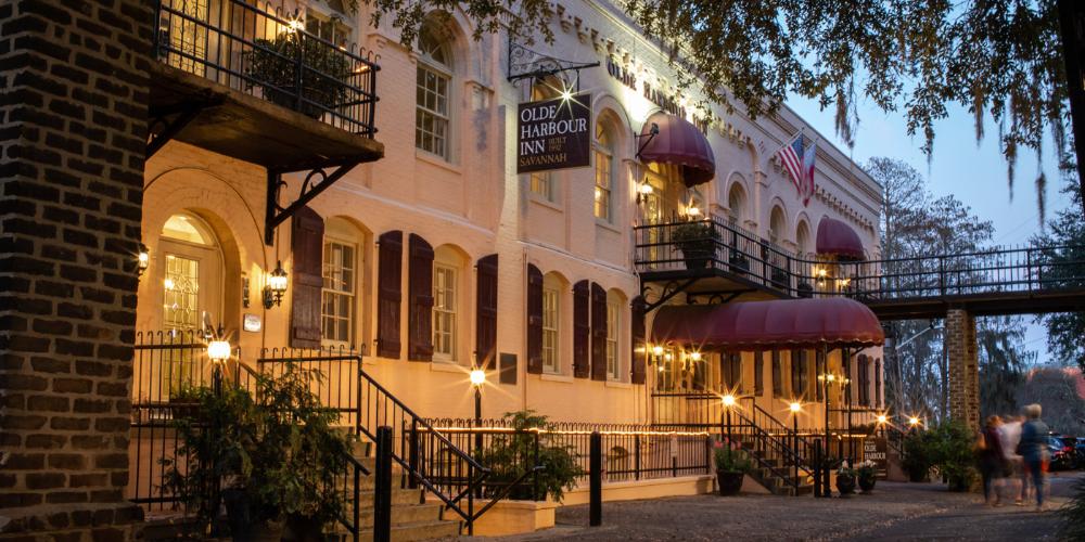 Olde Harbour Inn Boutique Riverfront Hotel In Savannah Ga 2018 Best Pet Friendly Hotel Savannah Hotels Savannah Chat Savannah Ga Hotels