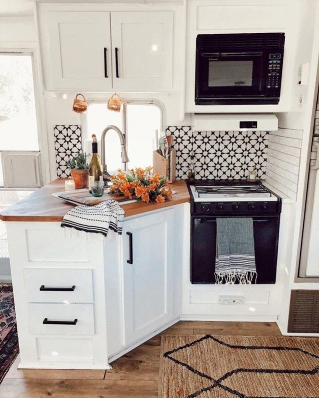 Incredible Kitchen Remodeling Ideas: 15 Incredible Farmhouse Decoration Ideas To Do Amazing RV