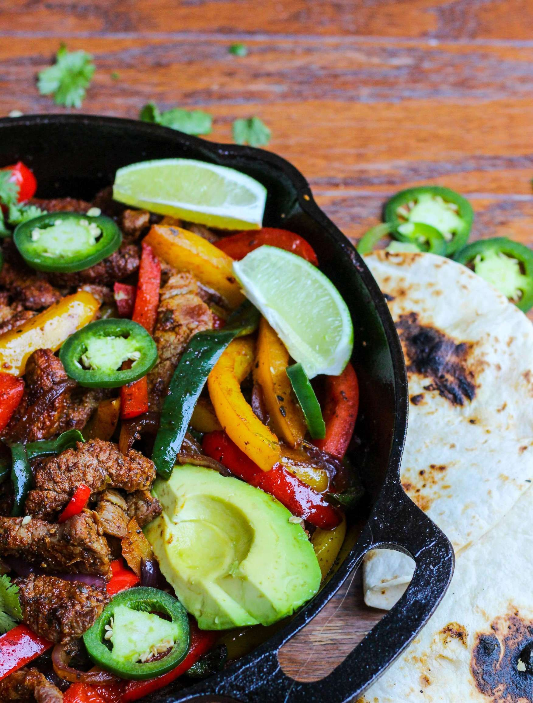20 Minute Steak Fajita Skillet with Avocado #steakfajitarecipe
