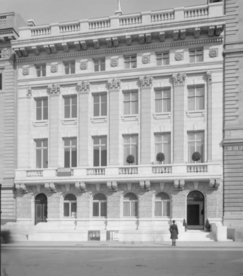 By The Early 1900s, Fifth Avenue Was Becoming