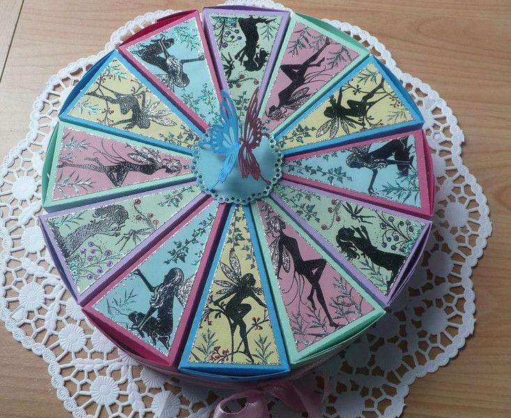 Gastgeschenke  Geburtstagstorte  Torte mit Elfen aus Karton  ein Designerstck von
