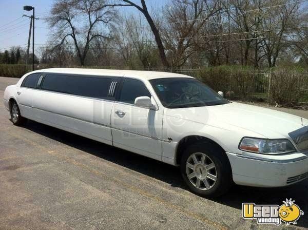 Lincoln Town Car Limousine For Sale In Illinois Cool Limos