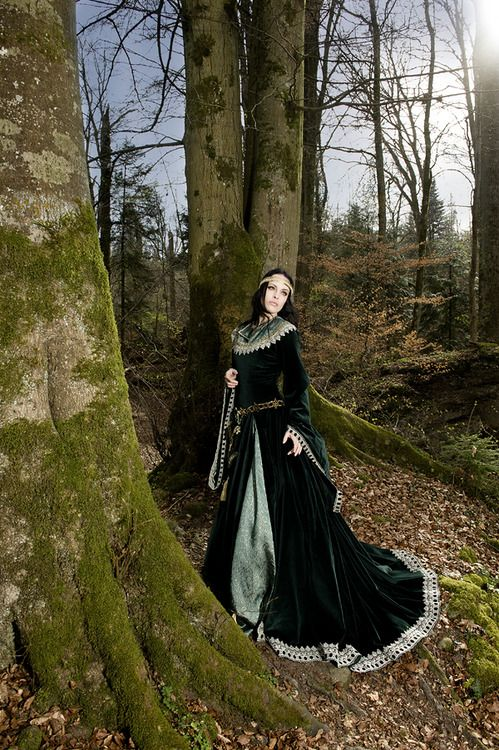 .An example of a popular gown style among both Sun and Moon Elves.