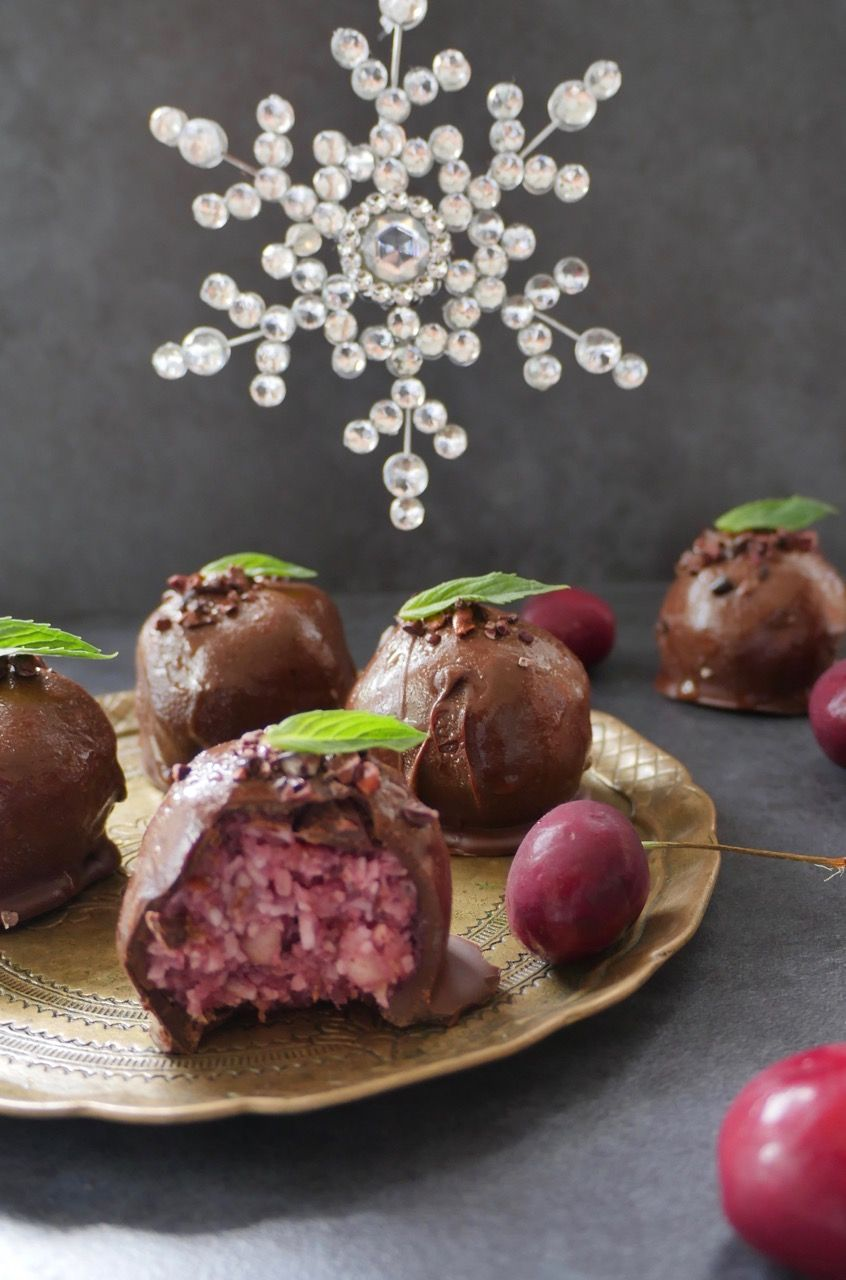 These decedant 'Cherry Ripe Balls' makea delicious healthytreat for Christmas. Macadamia nuts are rich in protein to help keep you satisfiedand curb sugar cravings, along with heart healthy monounsaturated fats. Cherries and raspberries are jam-packed with protective antioxidants and vitamin C, to help support healthy immune function, and reduce the risk of chronic diseases such …