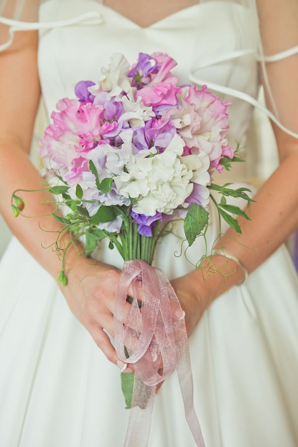 Sweet Peas And Country Garden Style For A Grace Kelly Inspired Summertime Bride