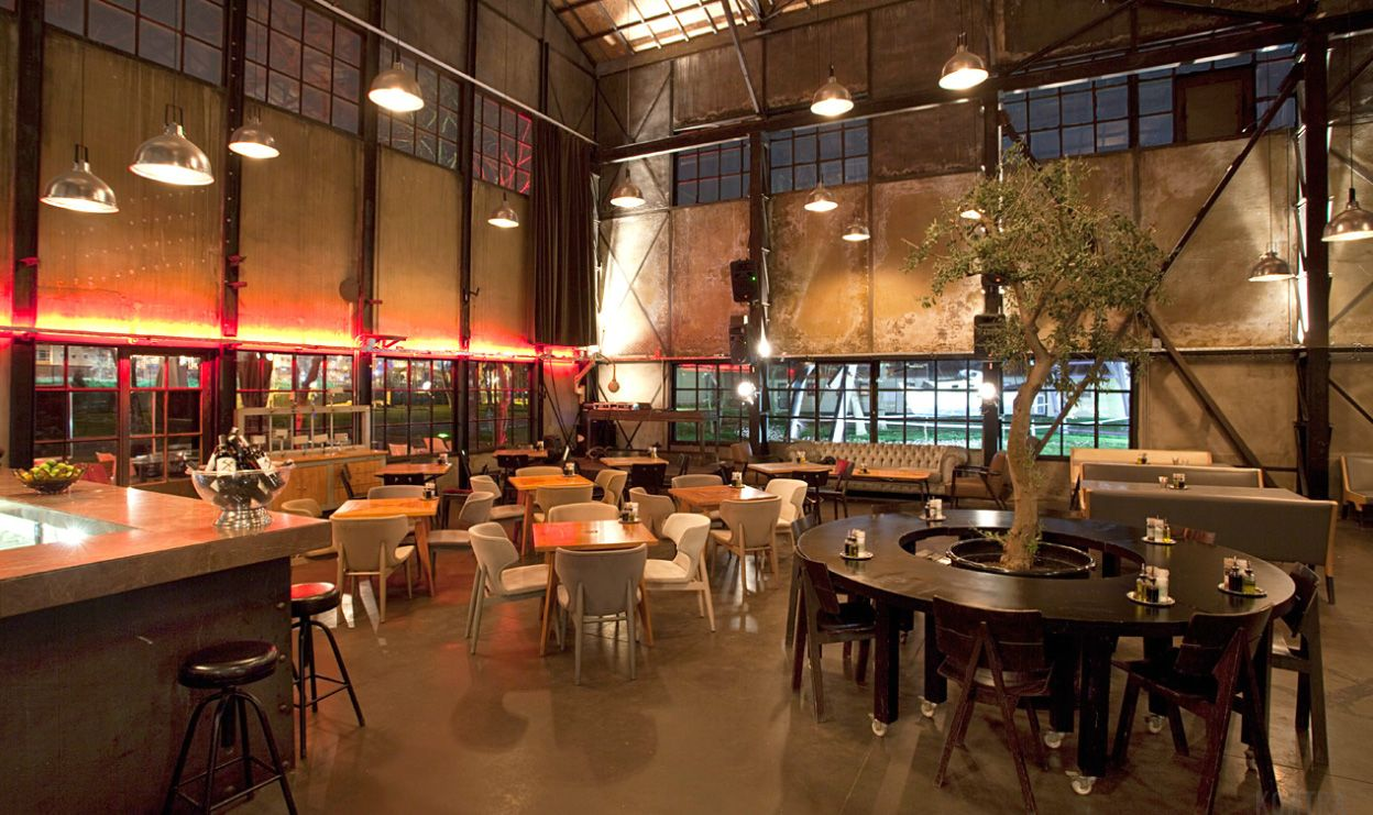 Rustic grungy vintage industrial extraordinary cafe for Interior decoration pictures of restaurant