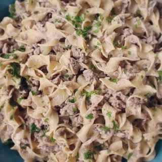 Simple Beef Stroganoff With Egg Noodles Ground Beef Condensed Cream Of Mushroom Soup Garlic Powder Sour Cre Beef Stroganoff Easy Beef Stroganoff Stroganoff