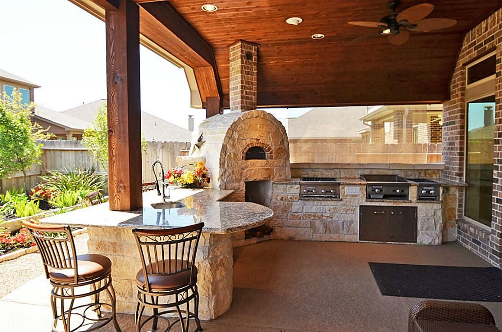 Outdoor Kitchen Love The Limestone And Wrap Around Bar Pool