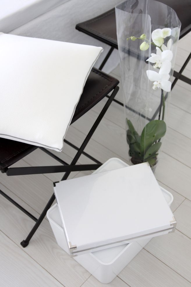 Homevialaura | IKEA favourites | white Kassett and Pluggis boxes | white orchid | new pillow