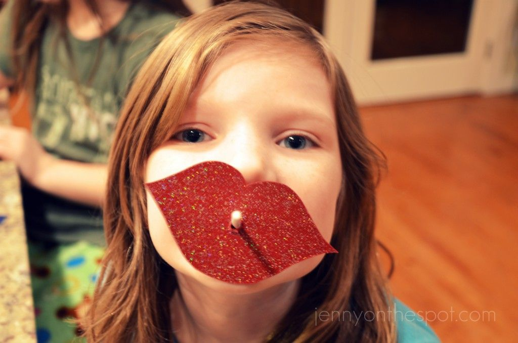 Saw it. Did it. ... Lip and Moustache Lollipop Valentines! #easypeasy