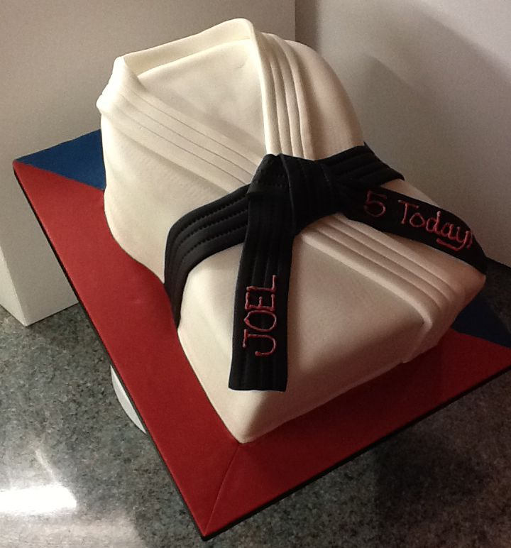 A Black Belt In Cake Decorating With Images Karate Cake Cake