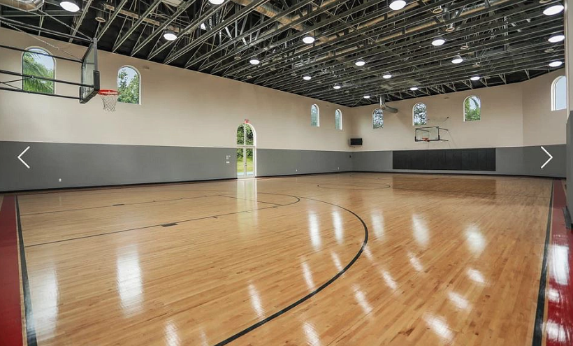 11 Million Estate In Weston Florida With Massive Pool Indoor Basketball Court Homes Of The Rich Indoor Basketball Court Indoor Basketball Maine House
