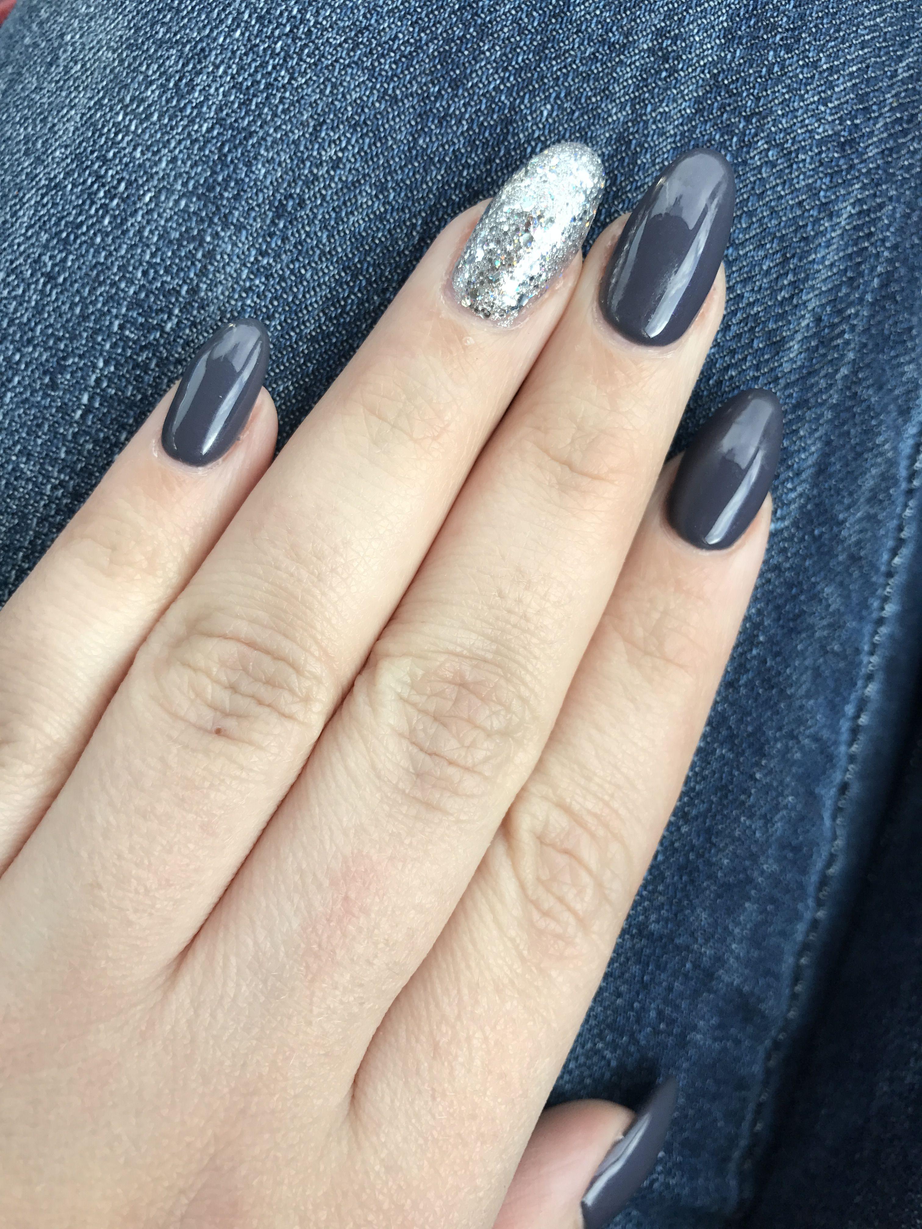 Grey Nail Arts: Dark Grey Round Nails With Glitter Accent