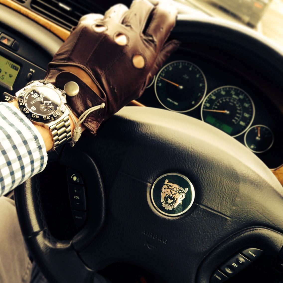 Driving gloves youtube - Jaguar Links Of London Driving Gloves Tag Heuer F1