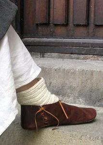 Chaussures médiévales | Chaussure, Robe médiévale et Costume