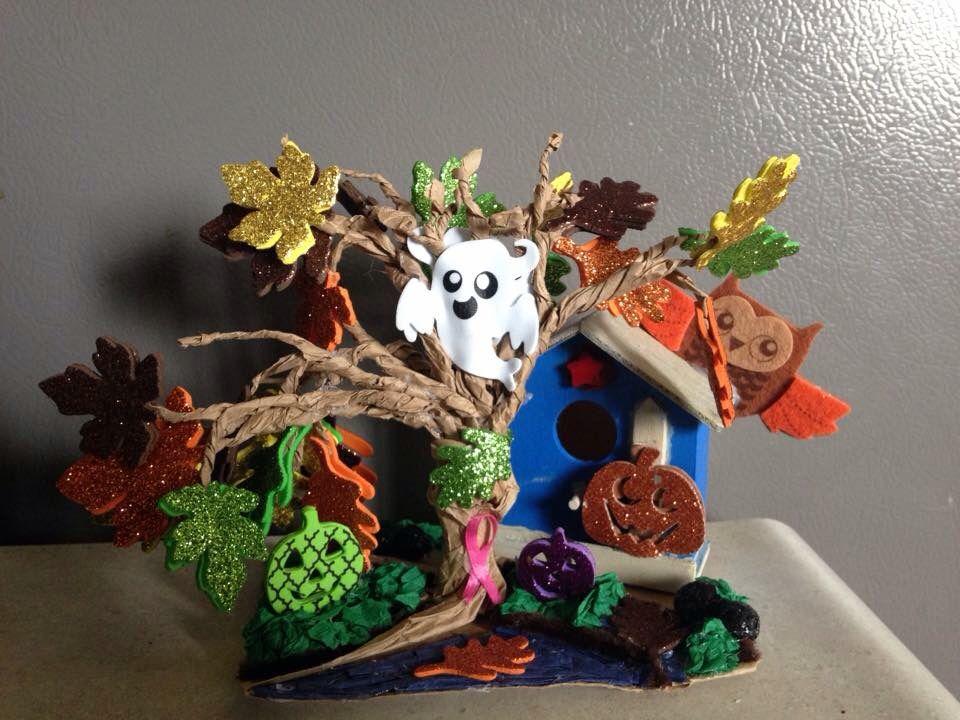 Halloween sculpture tree