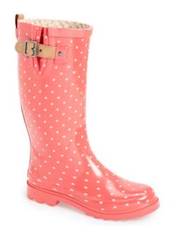 Polka dot rain boots http://rstyle.me/n/wteanbna57