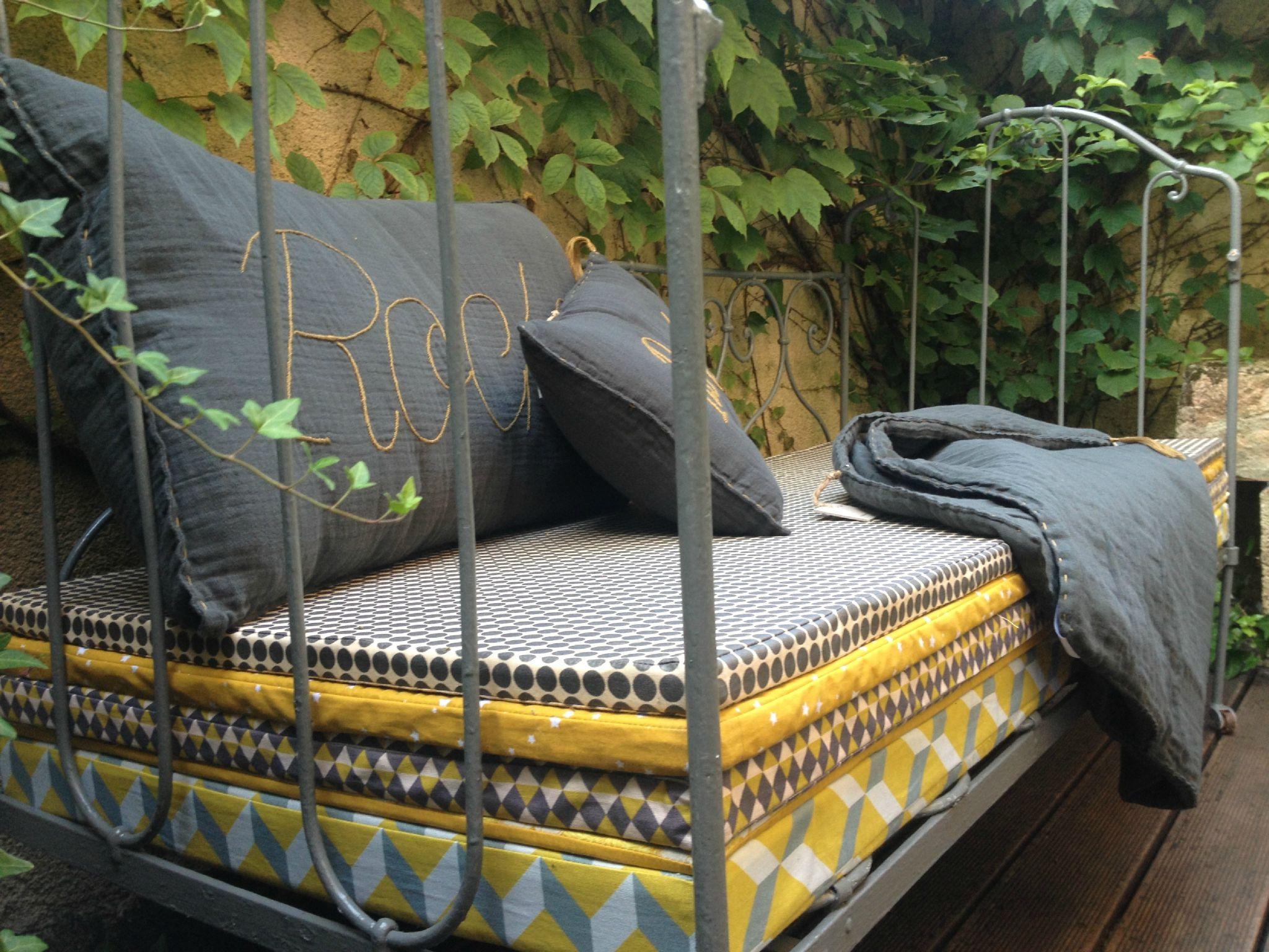 Pour les siestes d 39 t les enfants du vintage Matelas banquette jardin