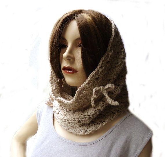 Der praktische Rundschal mit Muschelmuster kann als Schal oder ...