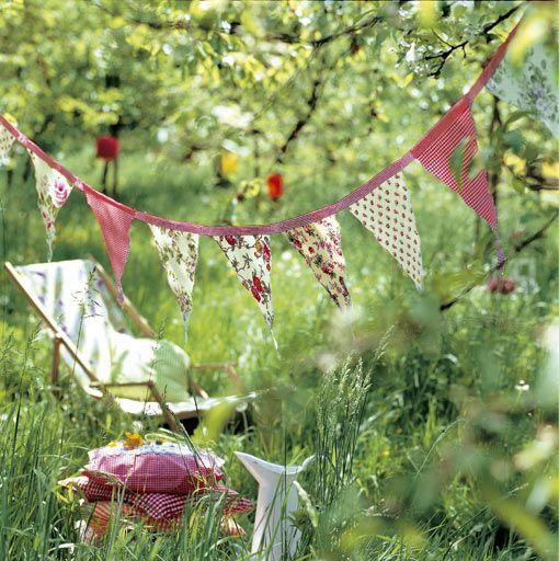 Guirnalda infantil en el jard n para decorar fiestas for Decoracion bautizo nina jardin