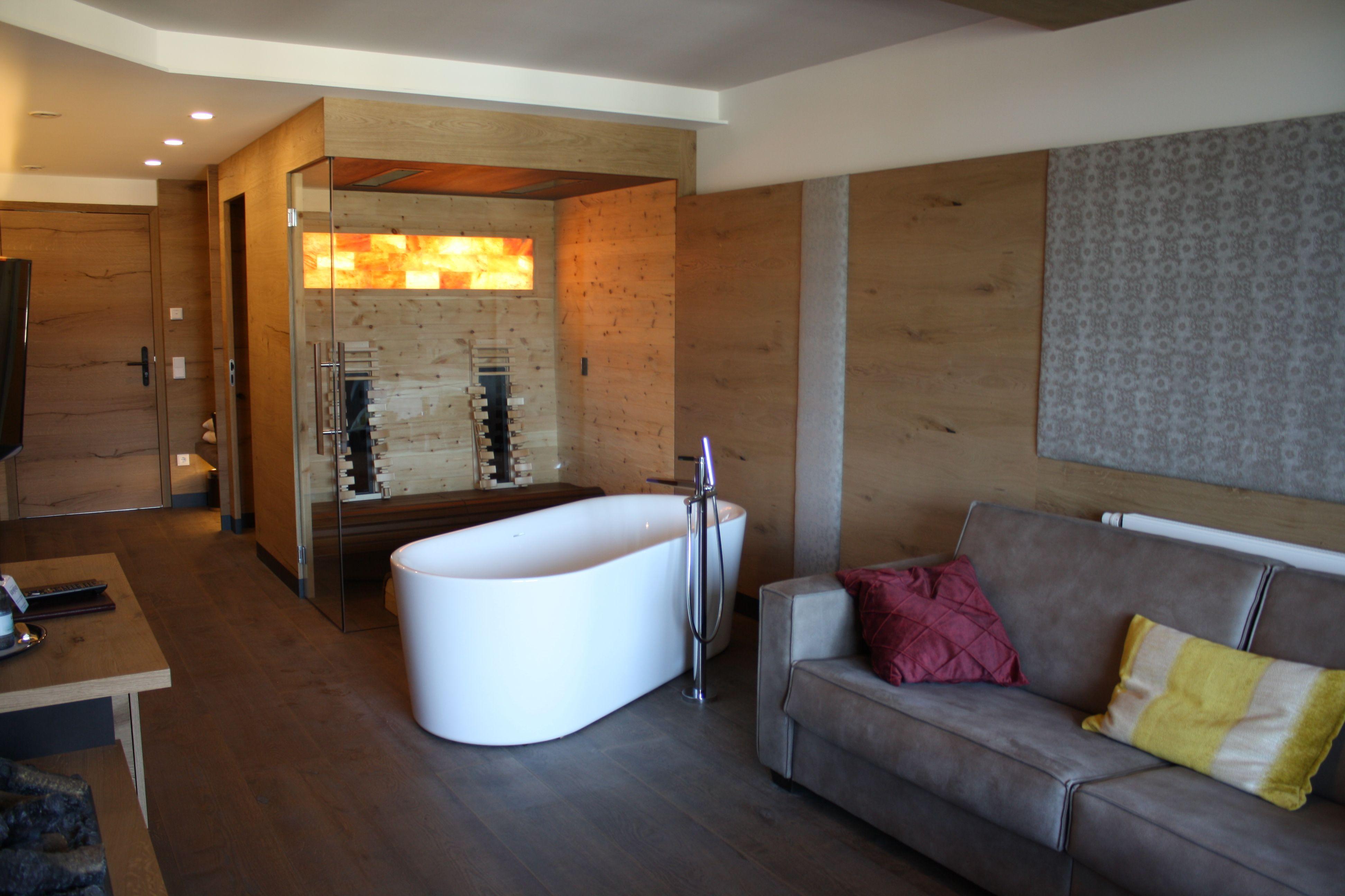 Salz Relax Suite Unser Luxurioses Zimmer Ist Mit Freistehender Badewanne Und Eigener Sauna Ein Traum Fur Jeden Gast Mit B Luxurioses Zimmer Relax Badewanne