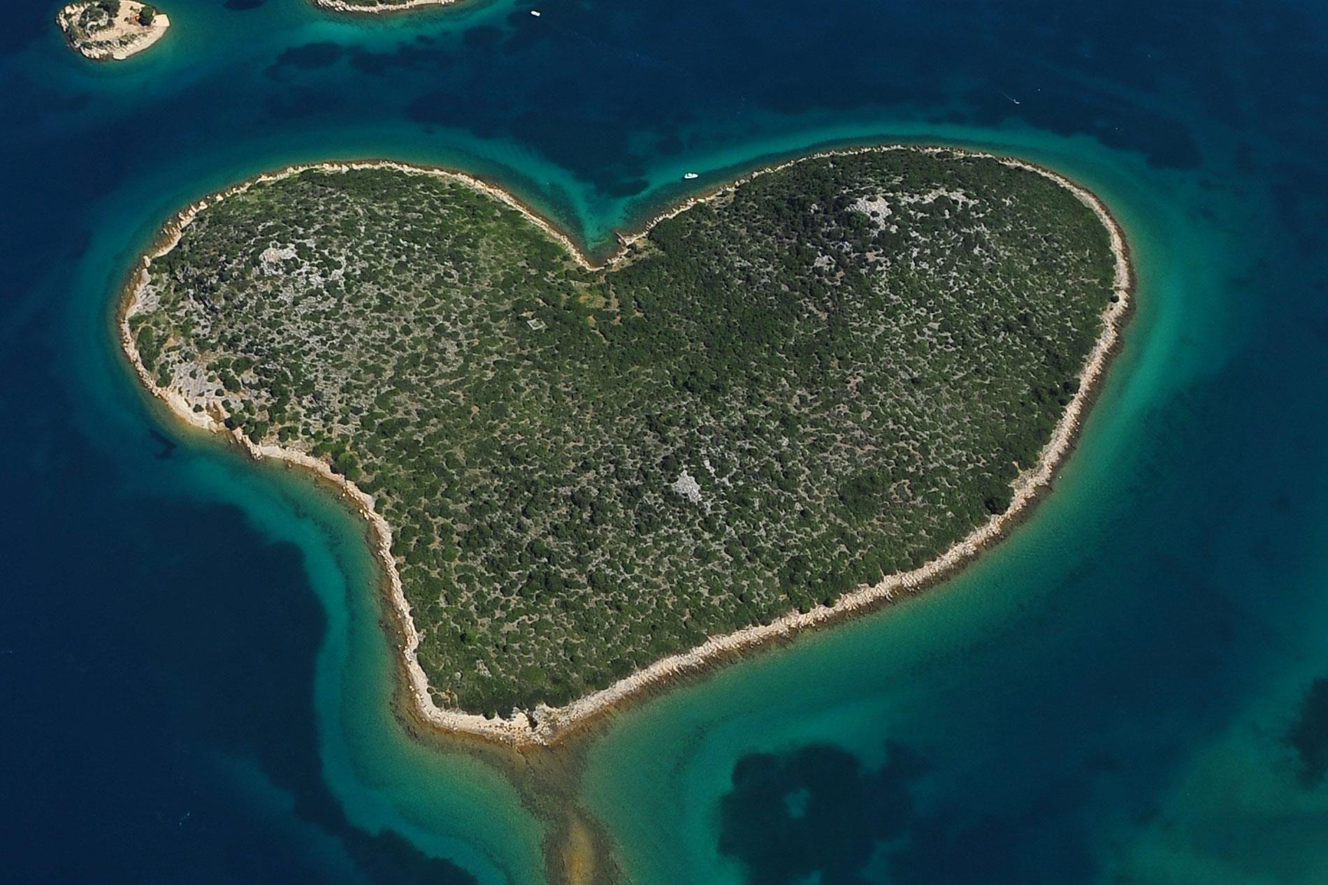 Op Valentijnsdag was het hartvormige eilandje Galesnjak, aan de kust van Kroatië, een populaire bestemming voor liefdeskoppels