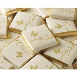 """<p>50 herrliche Schokaladentäfelchen verpackt, einzeln verpackt in einem luxeriösem, elfenbeinfarbenem Papier mit einem Aufdruck von goldenem Schmetterlingen und dem Text """"just married"""".</p>  <p>Perfekt geeignet als leckere Kleinigkeit während des Empfangs oder als Gastgeschenk für Ihre Hochzeitsgäste.</p>  <p><span><span>Jeden Täfelchen ist einzeln im elfenbeinfarbenem/goldenem Vintage Design verpackt, wiegt 5 gr und ist 32 mm x 32 mm groß.</span></span></p>"""