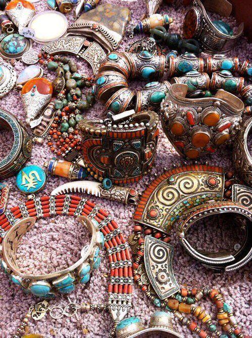 Bohemian Jewelry #gypsysetup Boho jewelry setup, hippie armlets, boho bracelets #gypsysetup