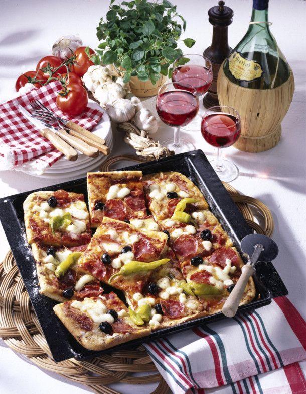 Unser beliebtes Rezept für Salami-Pizza vom Blech und mehr als 55.000 weitere kostenlose Rezepte auf LECKER.de.