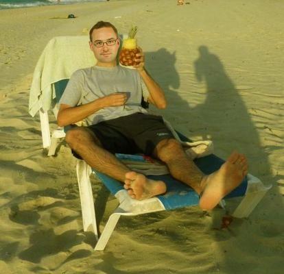 Kdybych byl  býval věděl, jaké počasí nám nový rok nadělí, tak bych se na nějakou pitomou zahraniční dovolenou vykašlal. A k tomu ještě ananas místo piva. Tu sušickou cestovku, která mě do toho navezla, nebudu raději ani jmenovat. Vyhozené peníze... Tak si nám postěžoval mailem zklamaný a roztrpčený Michal Fiala.