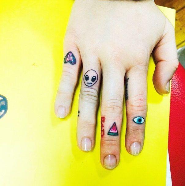 A Sparkly Heart An Alien Head A Watermelon Slice And An Evil Eye Obvi These Fun Random Hand Tattoos Would B Tatuajes En La Mano Tatuajes Disenos De Unas