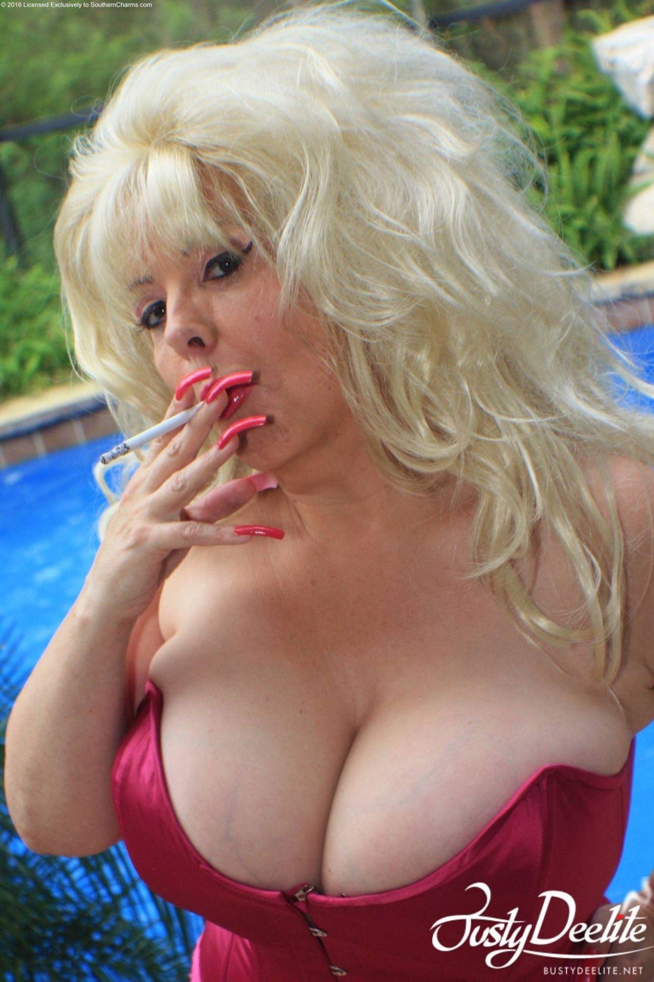 Busty Deelite Xxx Porn Pics And Images