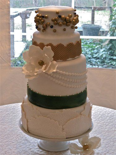 Love this cake. It was made by my cousin Jamie Pilgrim. Check her out at www.let-them-eat-cakes.com