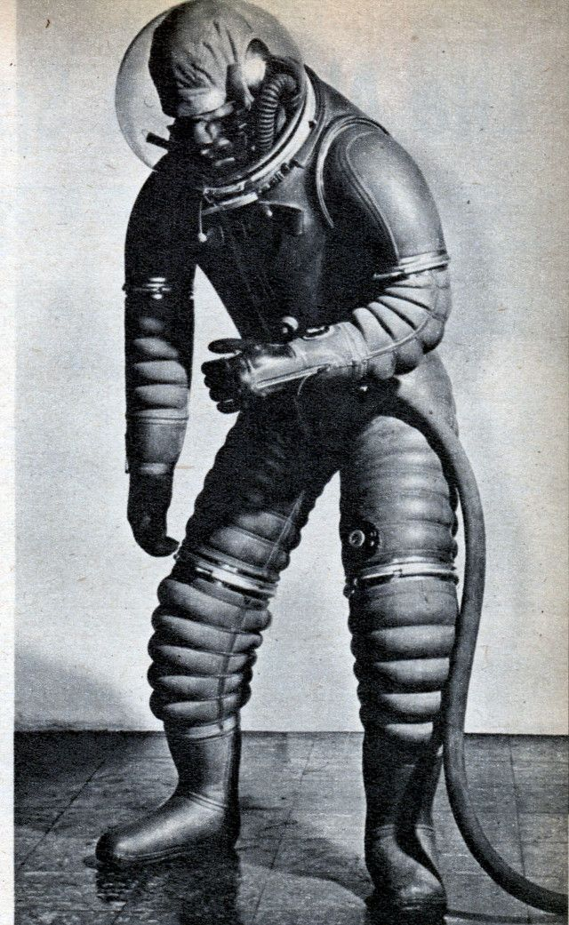 This is how we envisioned spacesuits back in the 1950s ...