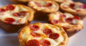 Deep Dish Pizza Cupcakes Food Deep Dish Pizza Pizza Cupcakes