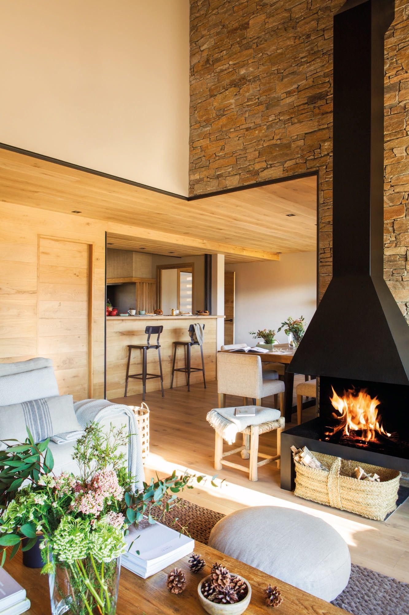 salon con cocina y chimenea en una casa rustica | Acogedor, Rusticas ...