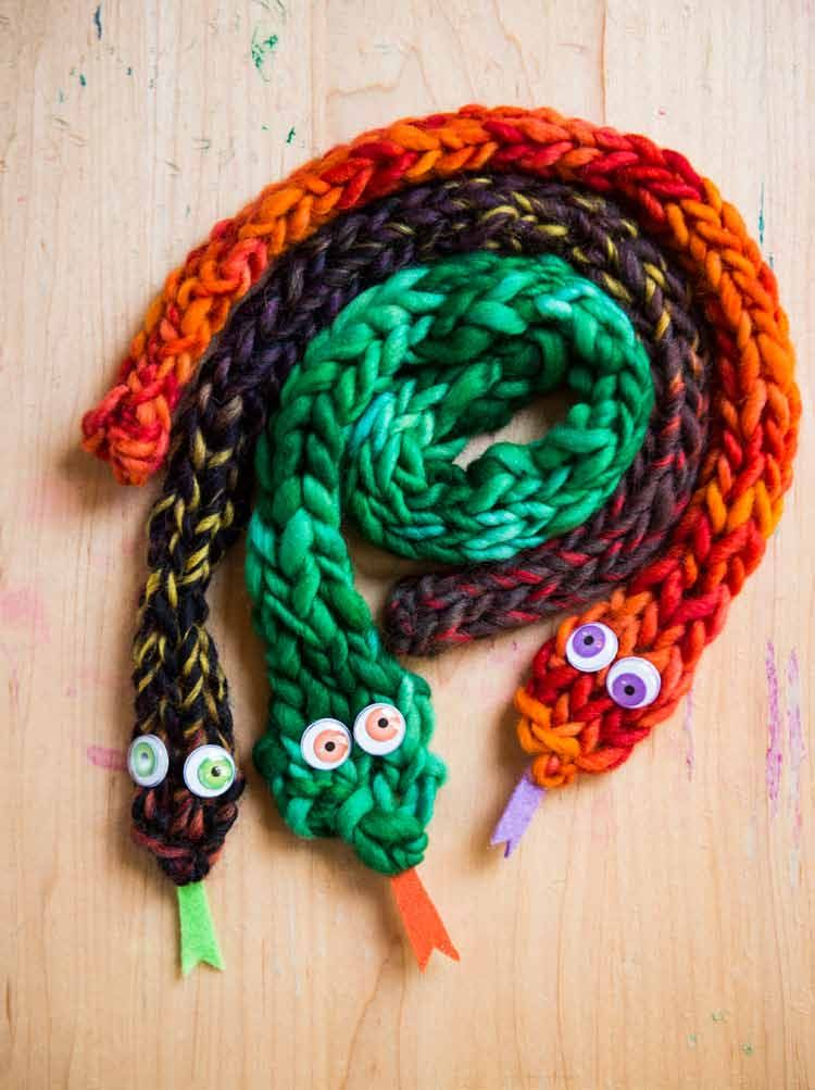 Finger Knitting Directions : Finger knit snakes from knitting fun by vickie
