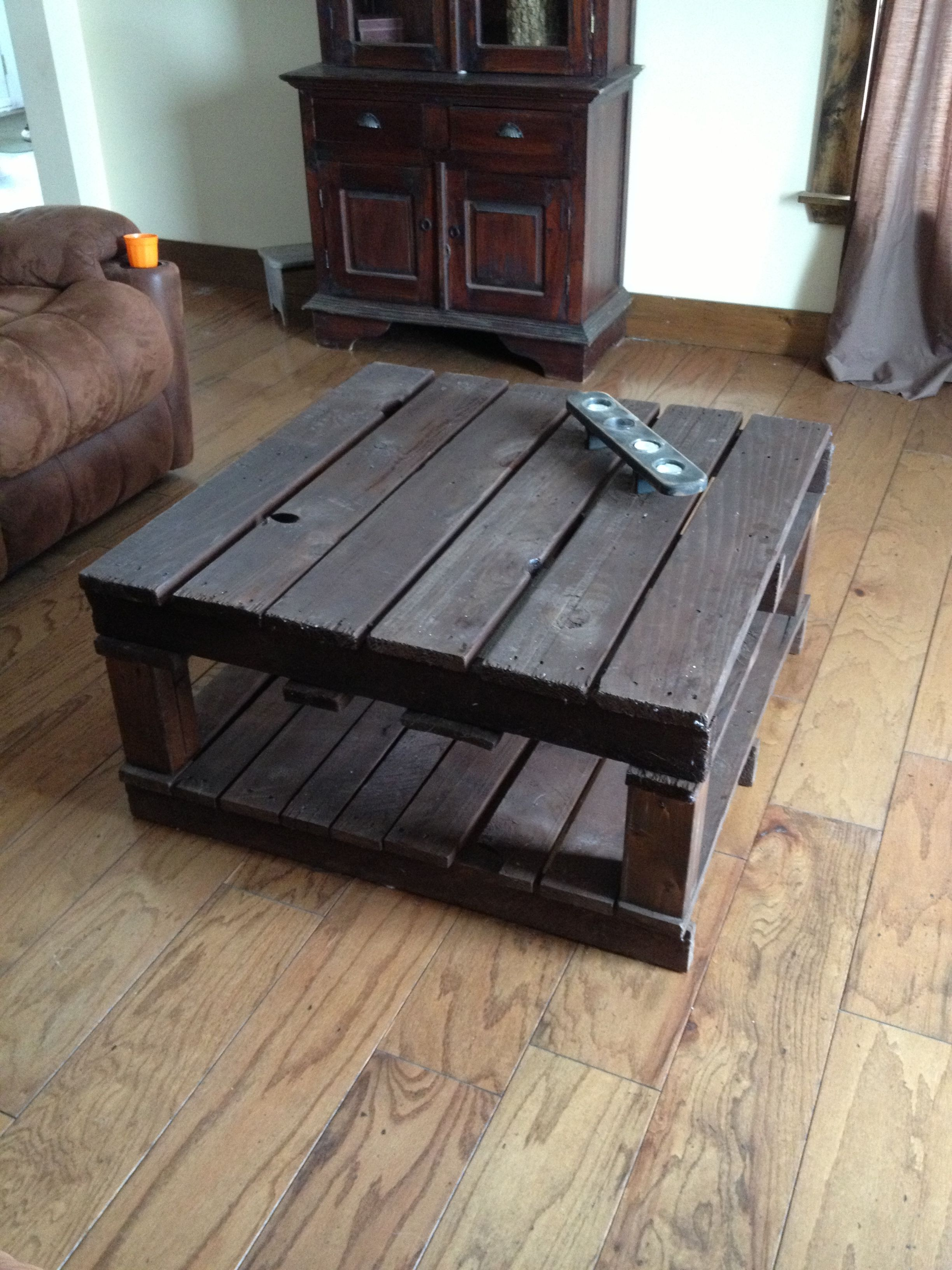 pallet coffee table i made things for the home pinterest. Black Bedroom Furniture Sets. Home Design Ideas