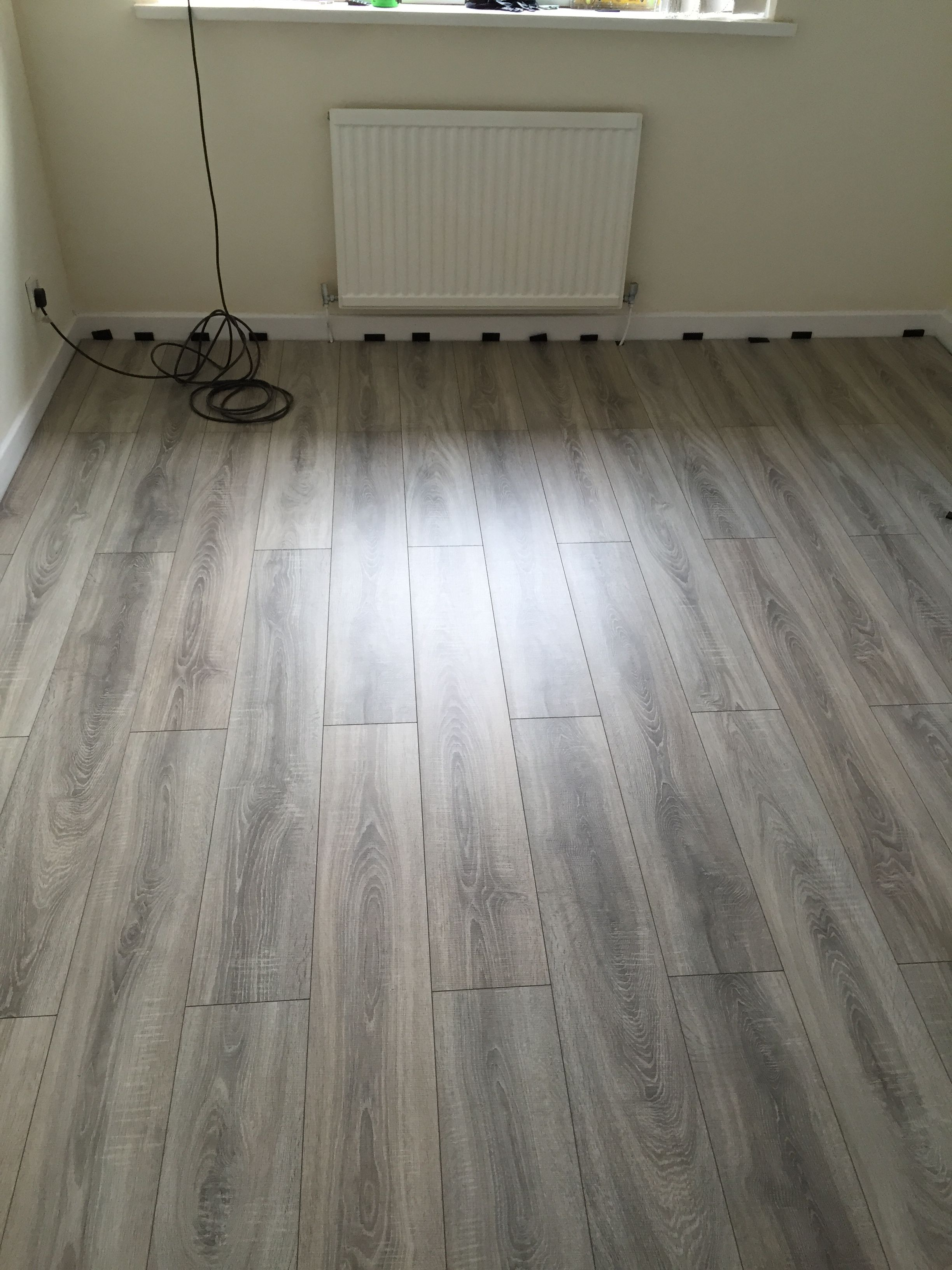 Sydney Grey Oak Is A Beautiful Stained Smoked Effect Oak 7mm Laminate Flooring With Rich Smoked Tones It Wi Grey Oak Oak Laminate Flooring Laminate Flooring