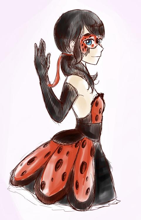 Marinette Dupain-Cheng (wer. PV) - główna bohaterka serii Ladybug PV. Dzięki jej magicznym kolczykom może zamienić się w super-bohaterkę - Biedronkę. Marinette ma krótkie szorty z materiału jeans, białą koszulę, czarny żakiet oraz długi kosmyk na czubku głowy, który układa się w kształt serca, gdy na horyzoncie pojawia się Félix.