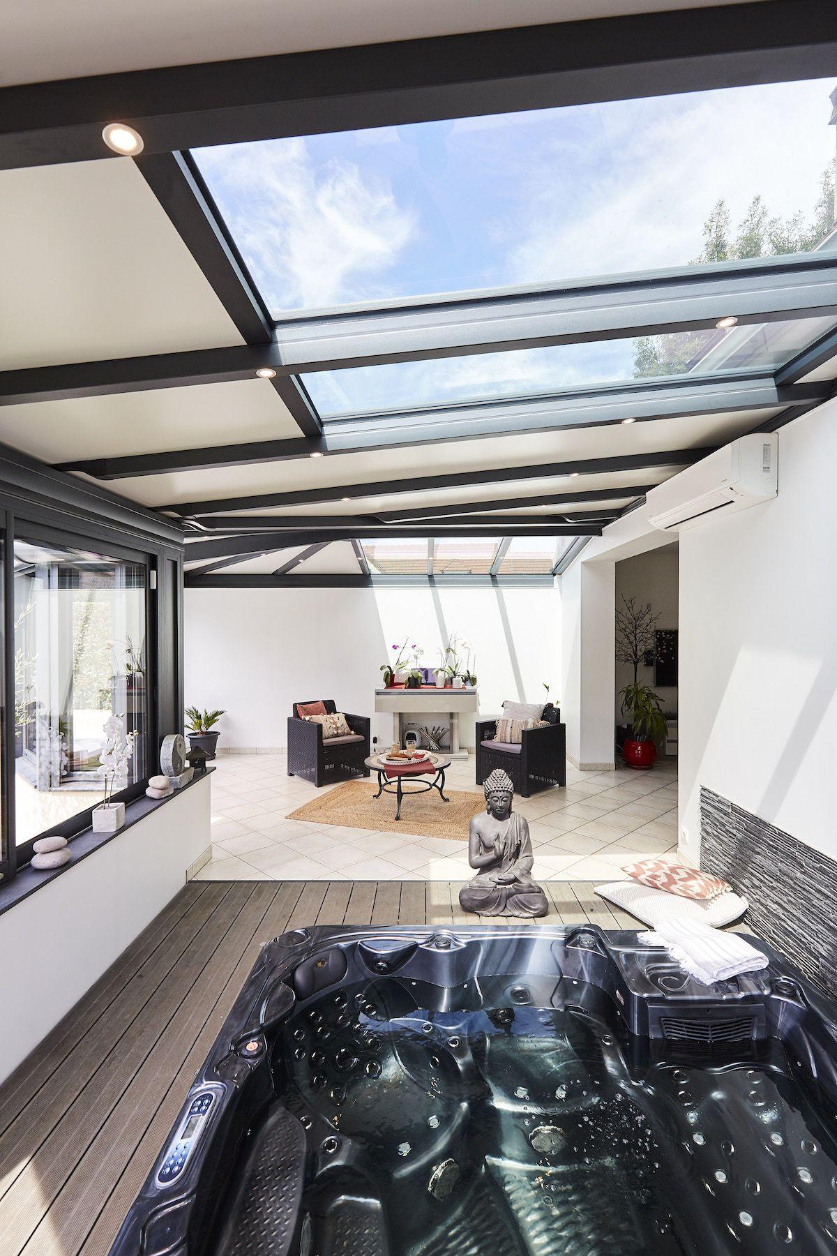 Profitez de l'extension de place que vous offre votre véranda pour en faire un espace atypique ...