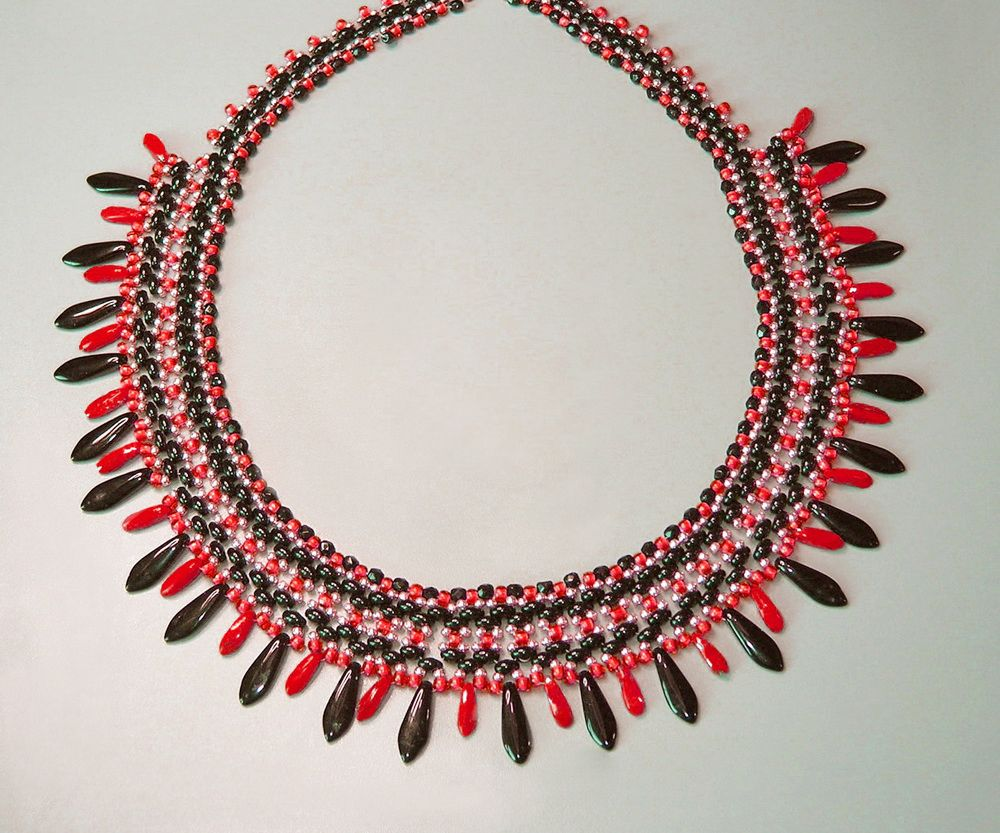 Free pattern for beautiful beaded necklace Corrida with tween seed beads and dagger beads - 1