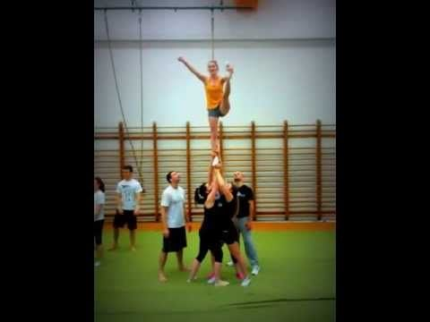 cheerleading stunt fail. I'm not an expert on the subject but I think that the ground team should move close together, rather than move apart. #cheerleadingstunting