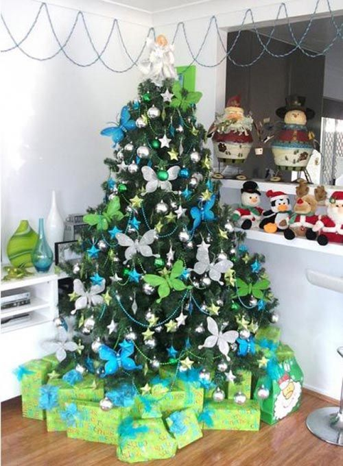 Green christmas tree with blue decorations : Beautiful christmas tree decorating ideas