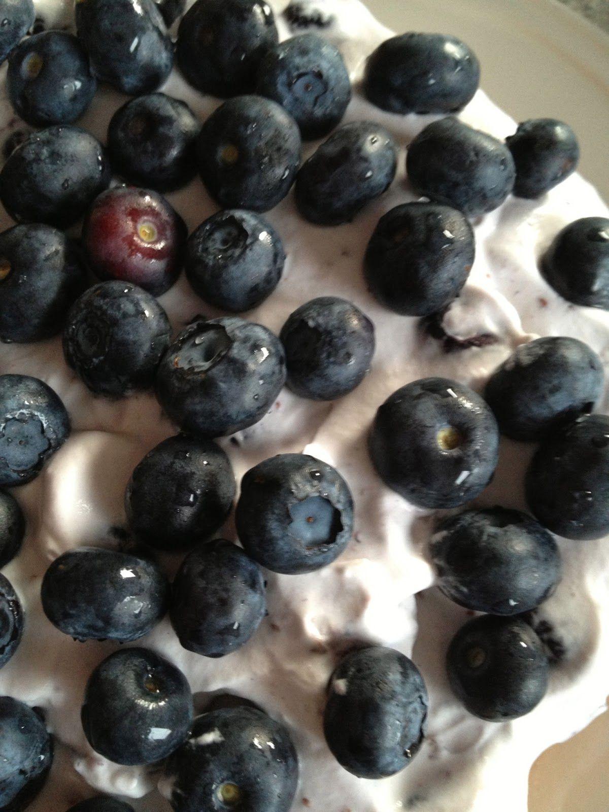 Louises Lækkerier: Marengsbund med blåbær mousse