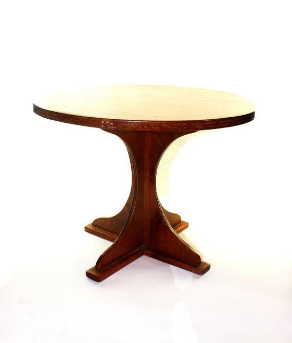 He encontrado este interesante anuncio de Etsy en https://www.etsy.com/es/listing/182505561/round-wooden-table-small-wood-table-50