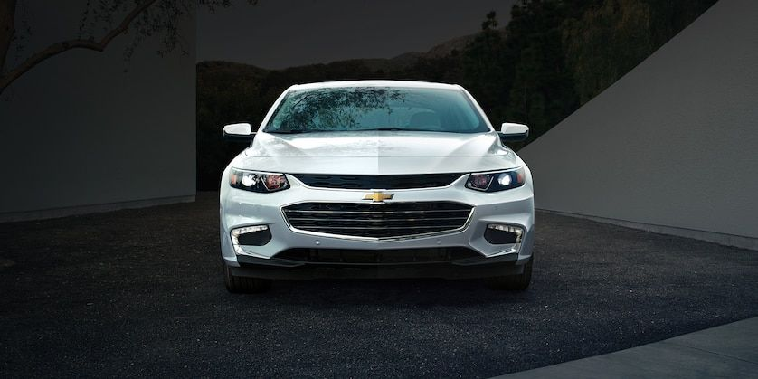 2018 Chevrolet Malibu Mid Size Car Exterior Photo Front View 2