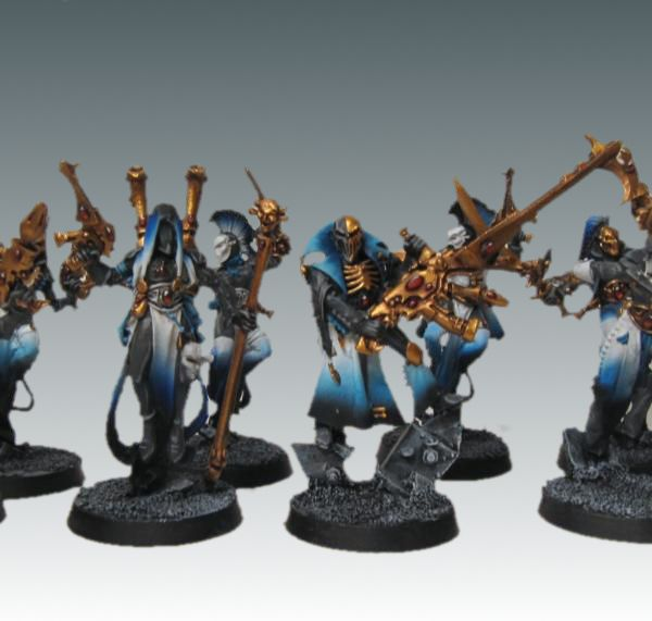 Eldar Harlequins - love the blue to white shading. Otherwise, a little literally painful to look at, which isn't bad since I assume that's how harlequin holosuits work.