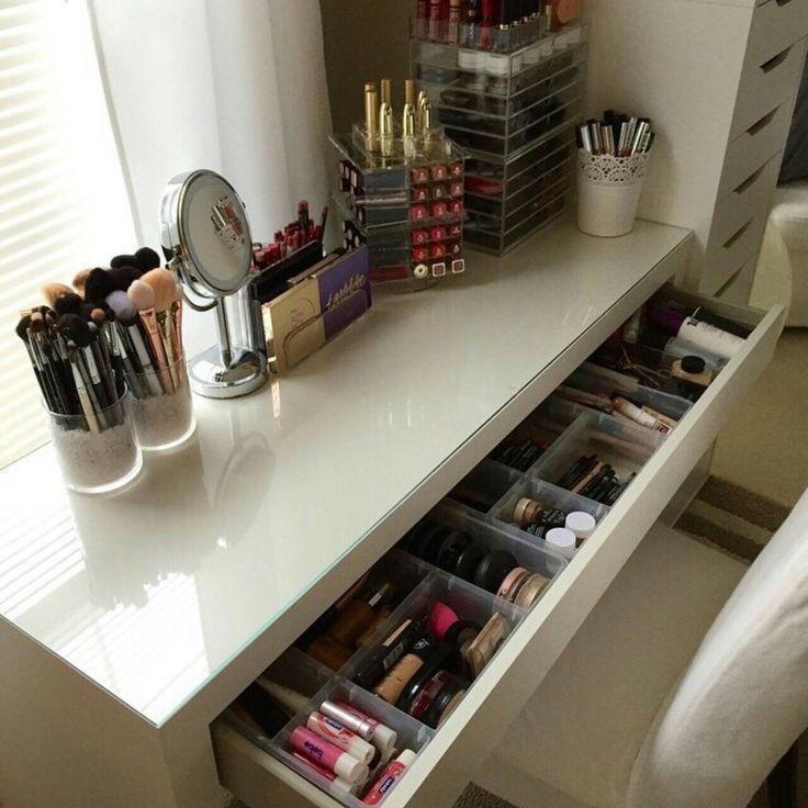 Photo of Make-up-Eitelkeit. Make-up organisieren. Aufbewahrung von Make-up. Make-up-Anzei…